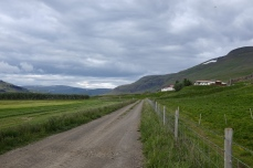 Saursstadir: The farm in its valley